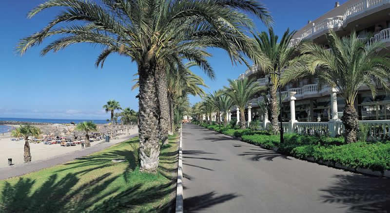 the promenade in front of the hotel