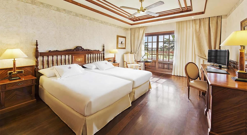 a twin bedroom at the Elba Palace Golf Hotel, Fu