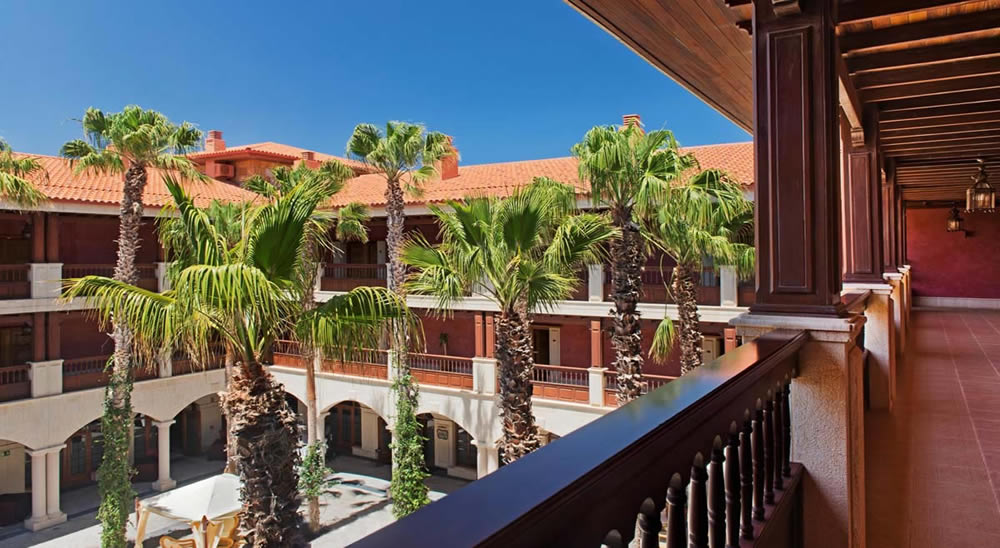 the inner courtyard of the Elba Palace Golf Hotel