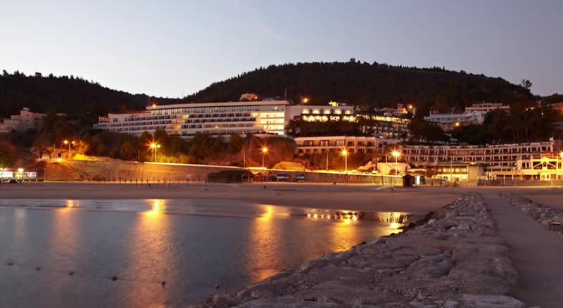 the hotel do mar, Sesimbra by night