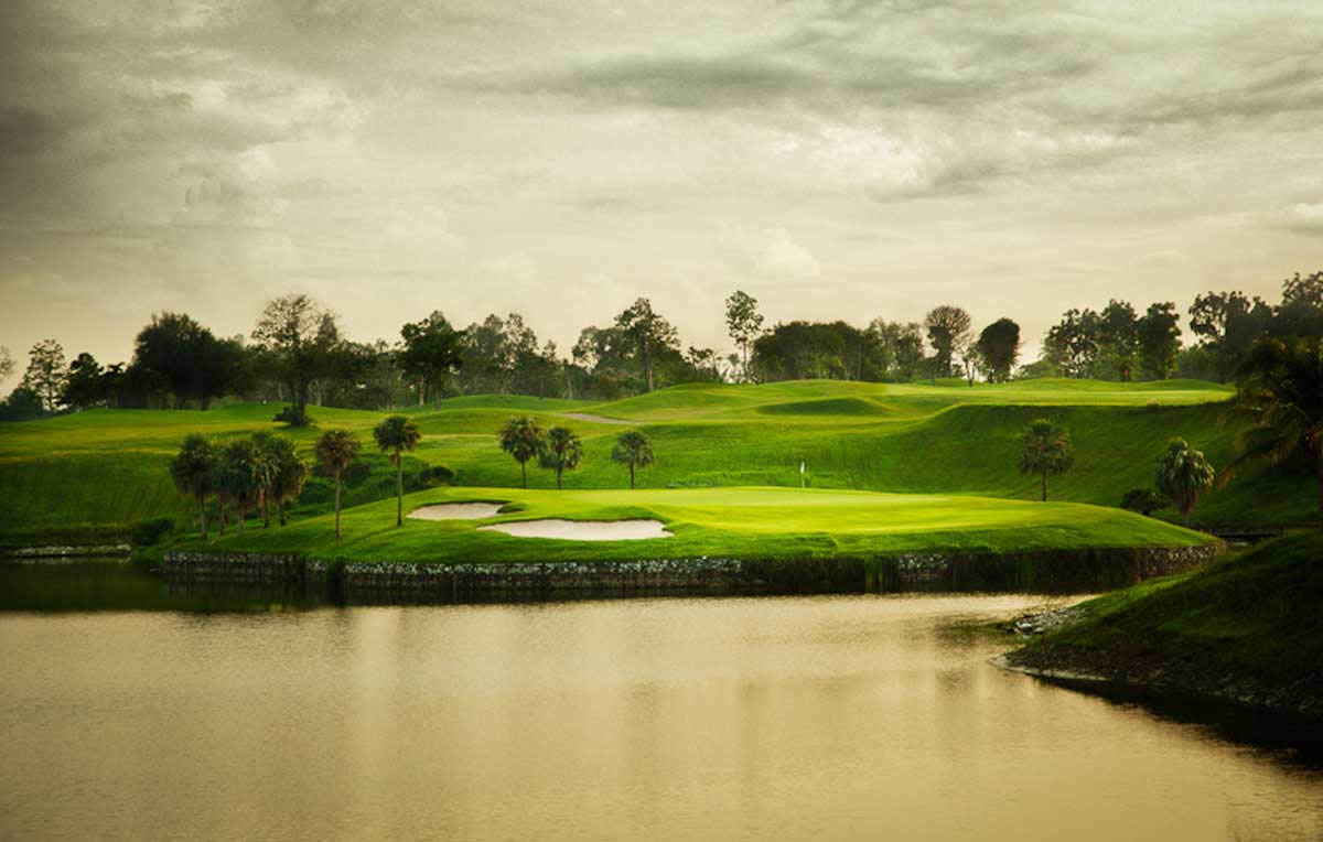 a testing par 3 over water at Pattana