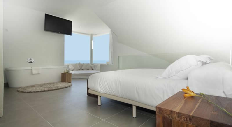 a double bedroom at reserva del higueron