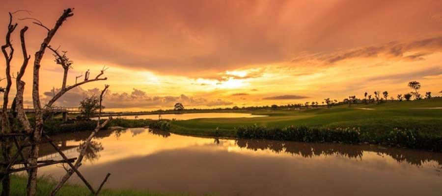 sunset on the waterside course at Siam Country Club