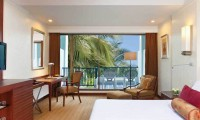a double bedroom at the dusit thani