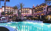outdoor pool and hotel - Islantilla Golf Resort Hotel