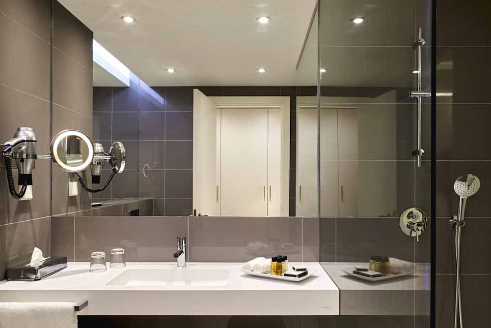 a bathroom at the tivoli carvoeiro hotel