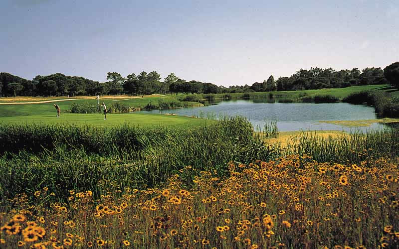 a lake on the 14th hole at Vale do Lobo Royal golf course
